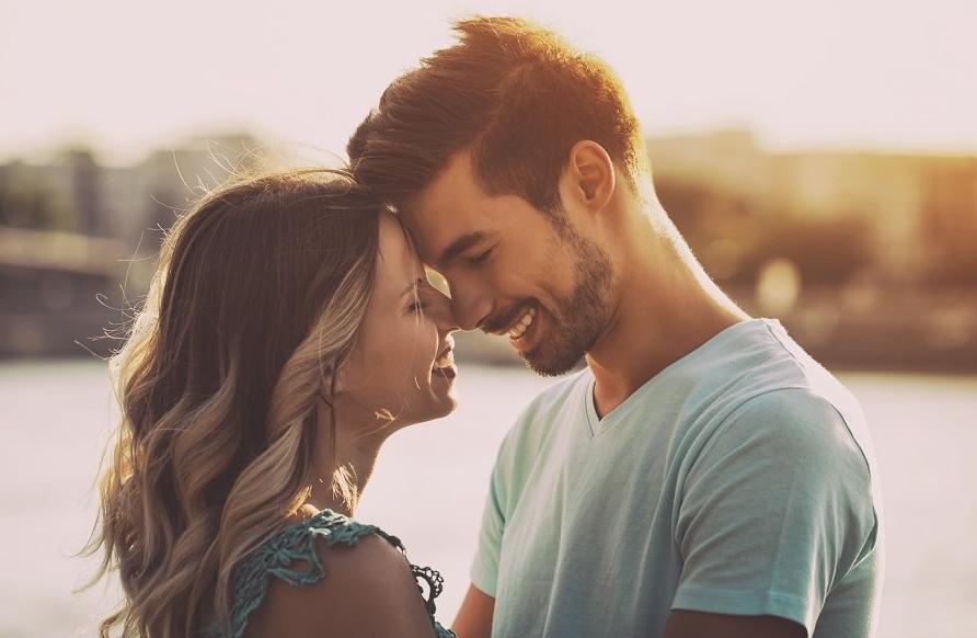 Benarkah Terlalu Sering Memposting Hubungan Di Media Sosial Tanda Kamu Tidak Bahagia?