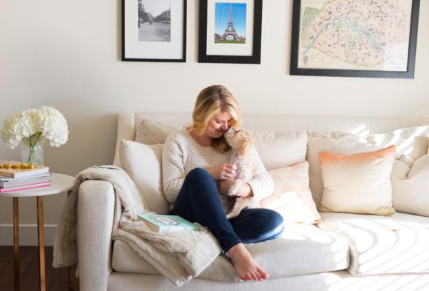 4 Alasan Orang Memilih Bersantai Di Rumah Saat Liburan